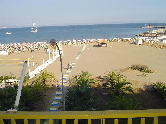 Grand Hotel Palace: Vista spiaggia dall'Hotel