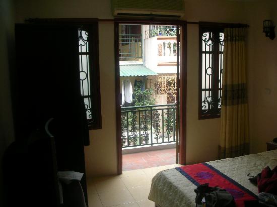 Hanoi Golden Plaza Hotel: balkontür