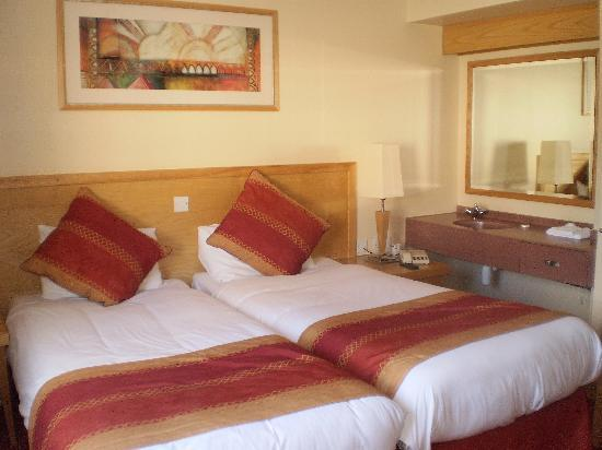 Suites Hotel & Spa -  Knowsley: bedroom