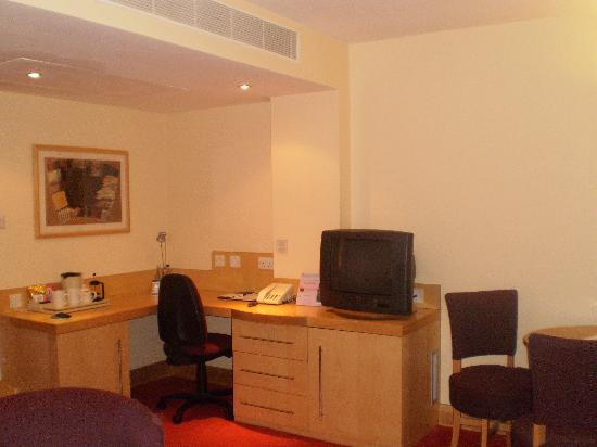 Suites Hotel & Spa -  Knowsley: desk area of the lounge