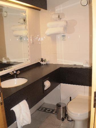 Suites Hotel & Spa -  Knowsley: bathroom