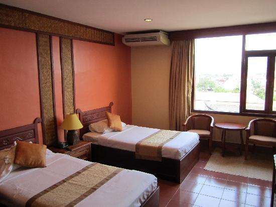Pakse, لاوس: Chambre à 25 Euros, spacieuse, confortable  et très propre