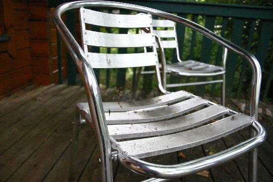 Lusty Beg Island : dirty chairs