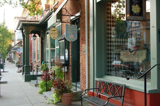 Alden House Bed and Breakfast: Shops on Main St Lititz,PA