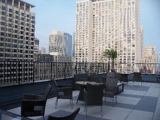 Inn of Chicago: 22nd Floor Lounge Area