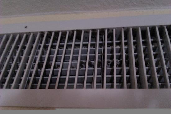 Radisson Hotel Chatsworth: Mold on the AC vent in the replacement room they tried to give me, room 411.