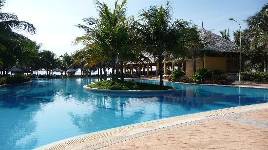 بانادوس ريزورت: Pool beside the beach