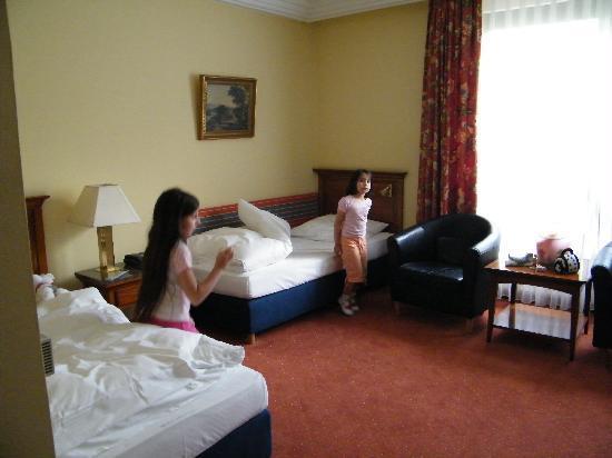 Hotel Mondial: room 302