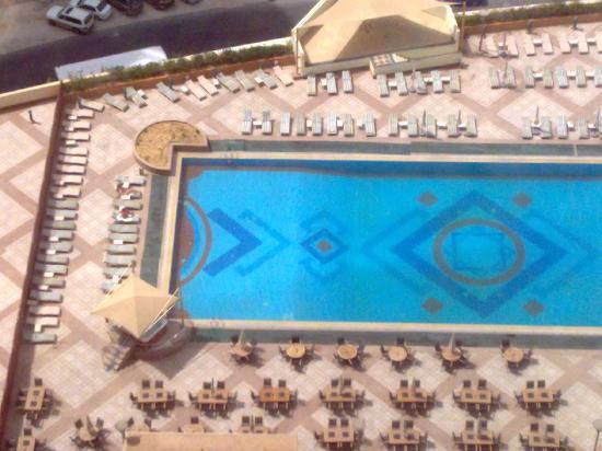 Ezdan Hotel: The pool