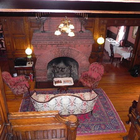 Cedar Crest Inn: Great living area