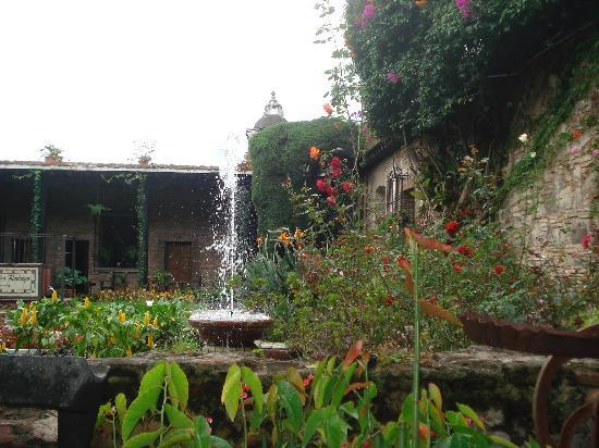 Hotel Posada de Don Rodrigo: garden view at breakfast