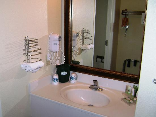 GuestHouse Inn & Suites Albuquerque Airport : Country Inn and Suites