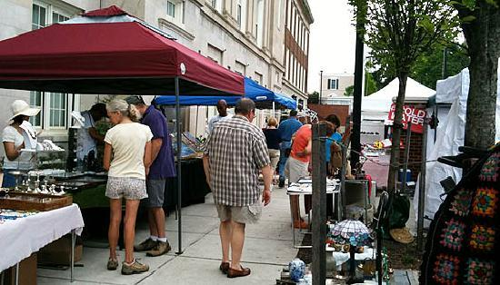 Georgetown Flea Market : Vendors setup on a front, back and side lot