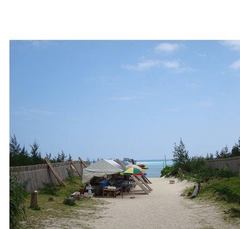 大島郡与論町, 鹿児島県, 客引きおばちゃんのいる小道