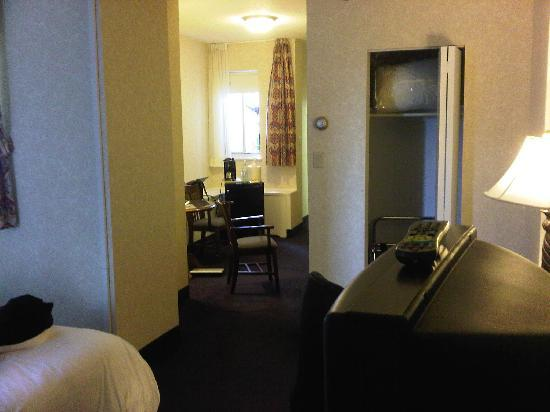 BEST WESTERN Ville-Marie Hotel: weird room again