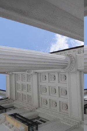 Henry Morrison Flagler Museum: Detail on the front porch