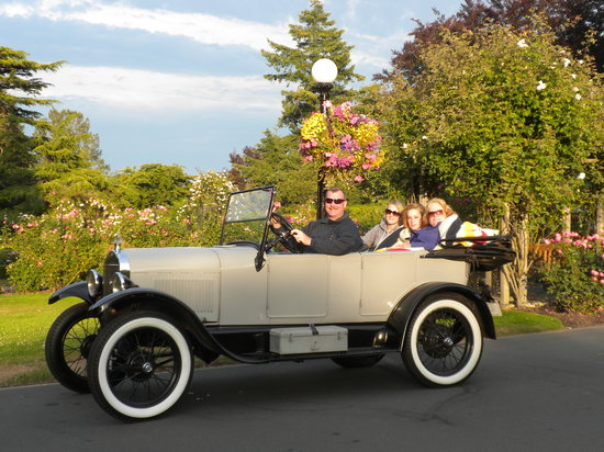Classic Car Tours: Our group in the car by a rose garden