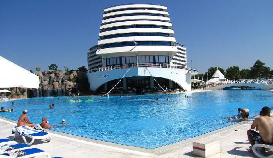 Titanic Beach Lara Hotel: Head of ship!!! time:10 am