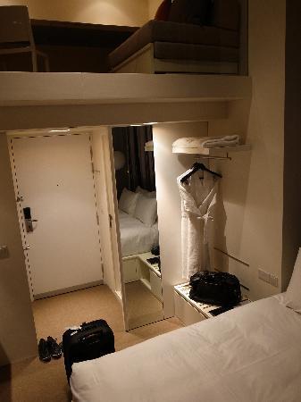 โรงแรมสตูดิโอเอ็ม: view of small area available downstairs from stairs