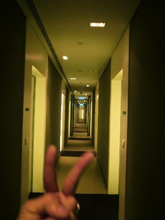 Studio M Hotel: matrix-like corridor