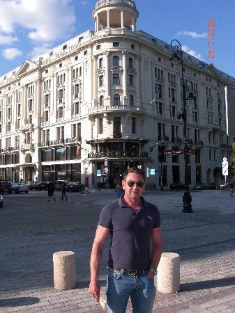 Hotel Bristol, a Luxury Collection Hotel, Warsaw: Ein Jahr zuvor / ich selbst vor dem Hotel