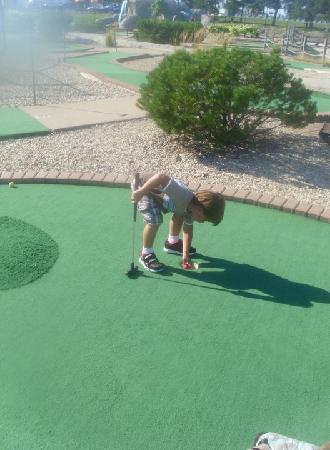 Sugar Grove Family Fun Center: Santa Fe Mini Golf