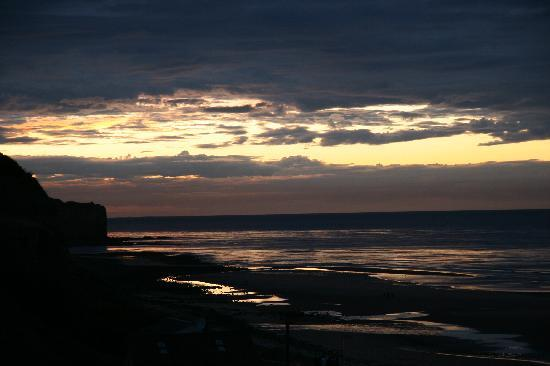 Vierville-sur-Mer, Frankrig: Sunset over Omaha beach from Room #2