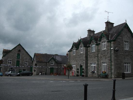 Castle Leslie Estate: glaslough village