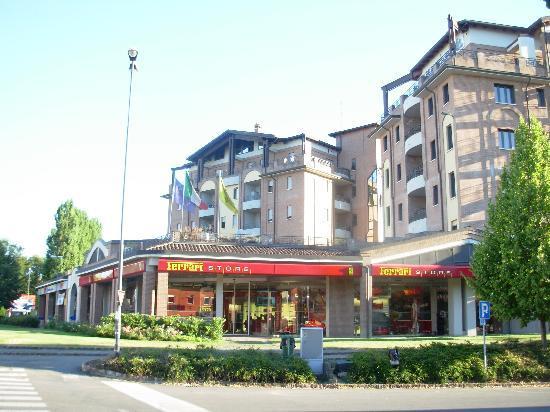 Planet Hotel: l'hotel ed il Ferrari store