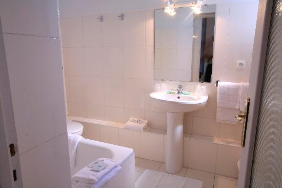 Une salle de bain Hôtel Royal Wilson