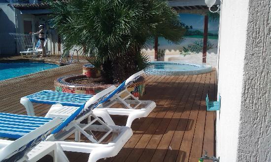 Hotel Amerique : Motel piscine
