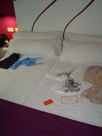 Room Mate Emma: room 401