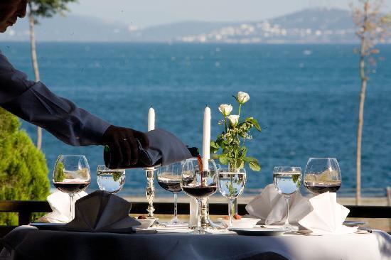 โรงแรมคาลิออน: Restaurant