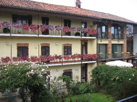 Candia Canavese, Italien: external view