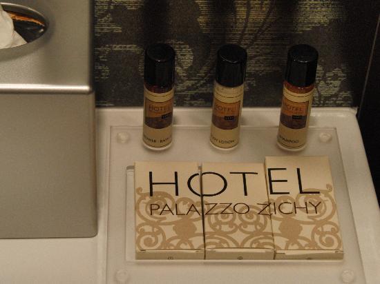 Hotel Palazzo Zichy: Badezimmerutensilien