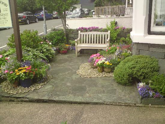 Badgers Wood Guest House: The front garden at Badgers wood