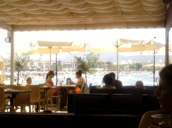 Acqua: View from restaurant to beach