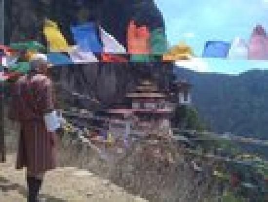 Punatsangchhu Cottages: prayers at the tiger's nest