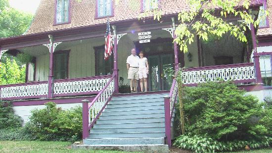 Manor Inn Bed & Breakfast: Ellen took this photo of the two of us.