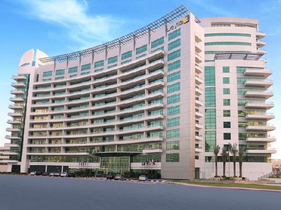 TIME Oak Hotel & Suites: Hotelfront