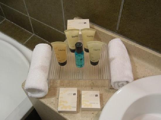 Badezimmerartikel - Bild von TIME Oak Hotel & Suites, Dubai ...