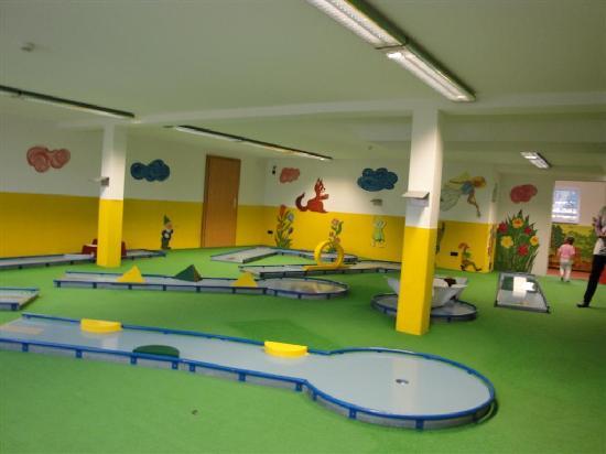 Familien- & Sporthotel Feldberger Hof: Mini golf, anyone ?