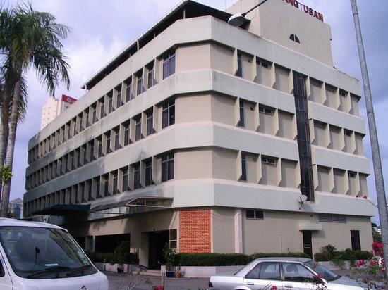 Telang Usan Hotel Kuching: Facade of Telang Usan Hotel, Kuching