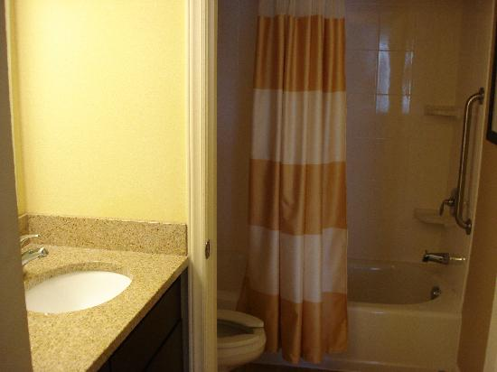 TownePlace Suites Wilmington/Wrightsville Beach: bathroom