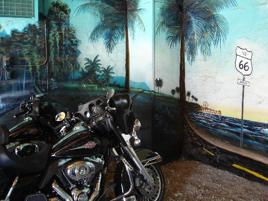 Blue Swallow Motel: Each room has its own hand painted garage