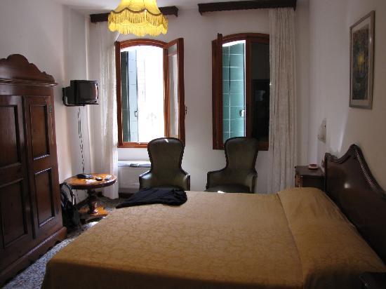 Hotel  Fontana: Casa Fontana - Bedroom