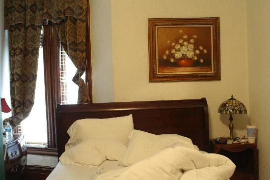 American Guest House: Bed