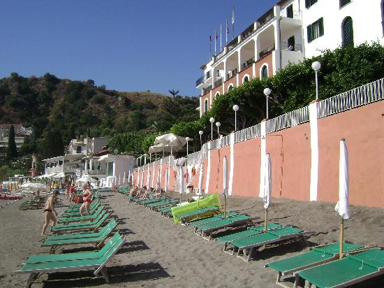 Lido Mediterranee Hotel: The hotel on the beach
