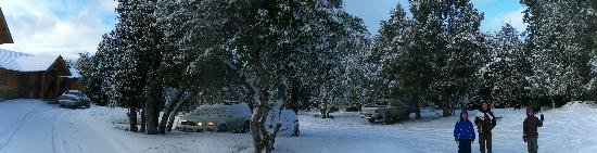 Antuquelen Hosteria Patagonica: Estacionamento depois da neve