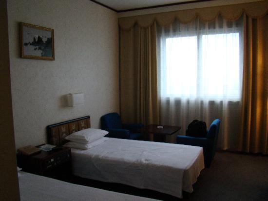 Room picture of yanggakdo hotel pyongyang tripadvisor for T and c bedrooms reviews
